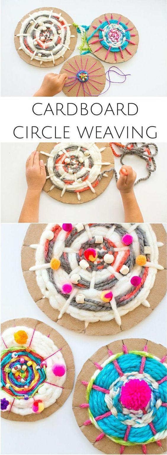 Cardboard Circle Weaving With Kids. Fun recycled yarn art! Elementary art lesson idea.