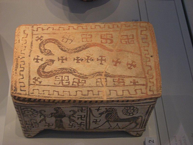 Греция - керамическая шкатулка - поздний геометрический период - 750 до н.э. Берлин, Пергамский музей.