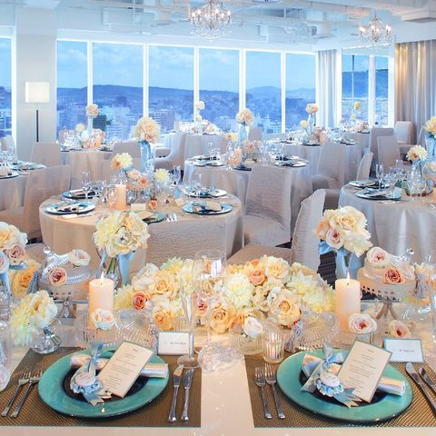 結婚式場写真「[25Fブランミュール]地上70mから望む青い空。熊本城・阿蘇・熊本市街を眺めながら、フロア貸切の会場でゲストとくつろぎのひとときを。(120名着席)」 【みんなのウェディング】