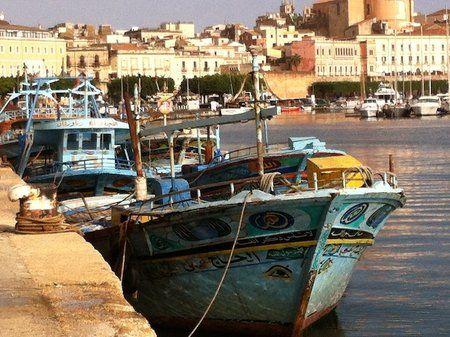 Deambulando por los puertos de África, añorando una mejor expectativa de vida.