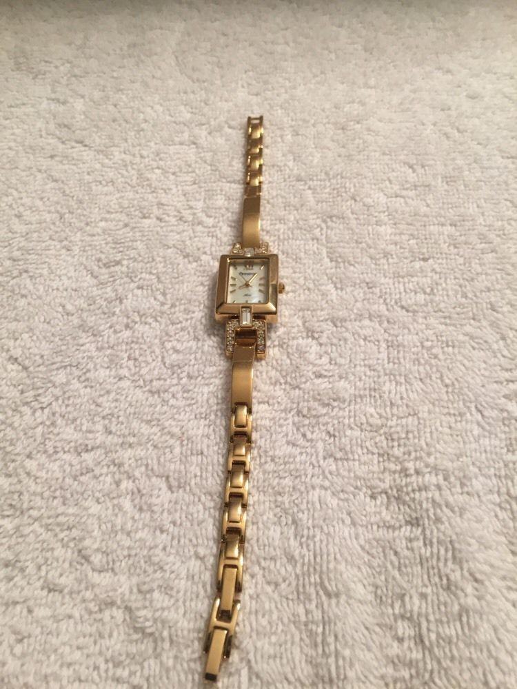 Armitron diamondgold now womens wrist band armitron