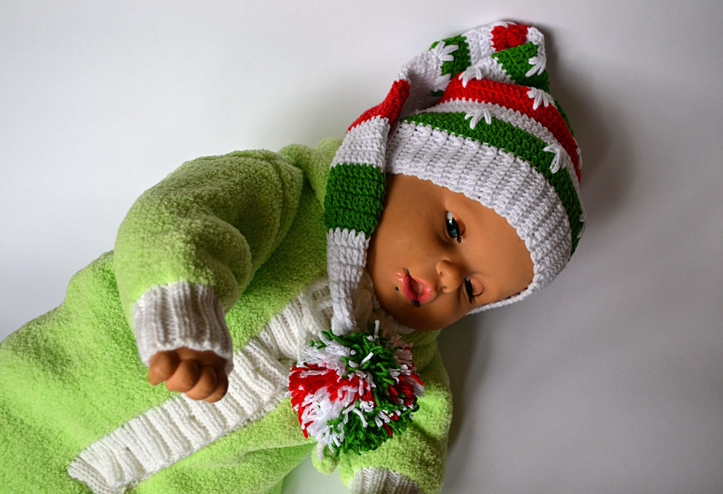 elf hat infant christmas hat newborn photo prop long santa hat #crochethat #babyhat #christmashat #babypompomhat #infantchristmashat  #elfhat #crochetbabyhats #newbornhats #newbornphotoprop #crochetsantahat #santababyhat #crochetelfhat #longsantahat