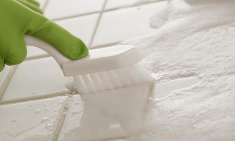 Vos joints de carrelage nu0027auront jamais été plus blancs! Bricolage - moisissure joint carrelage salle de bain