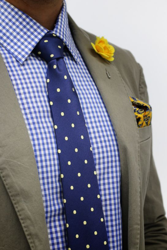 What color tie with yellow dress shirt.