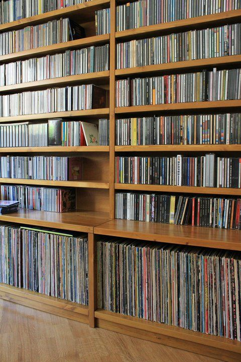 Lps on the bottom and cds on top nice libreria - Mobile porta vinili ...