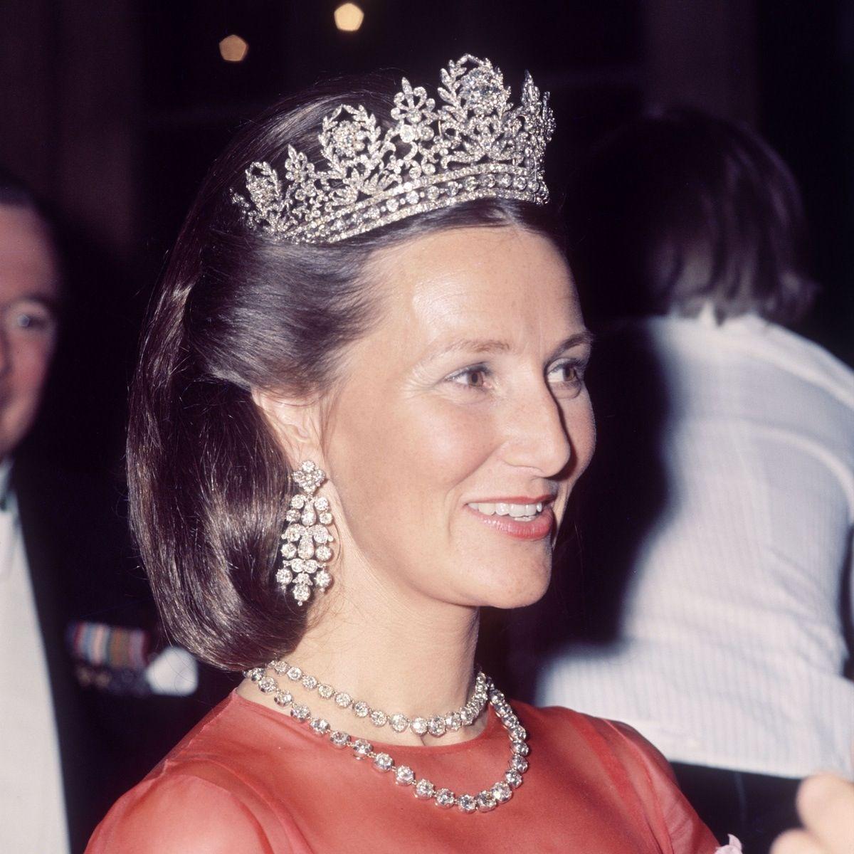 La regina sonia di norvegia con la tiara di diamanti for Tiara di diamanti