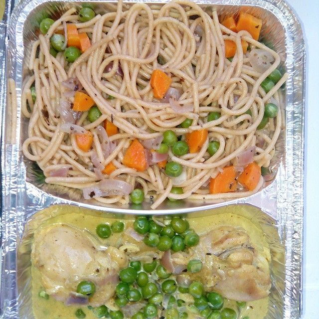 Spaghetti with coconut creamed chicken and peas.    #spaghetti #instafood #foodpic #mencook #healthy #lunch