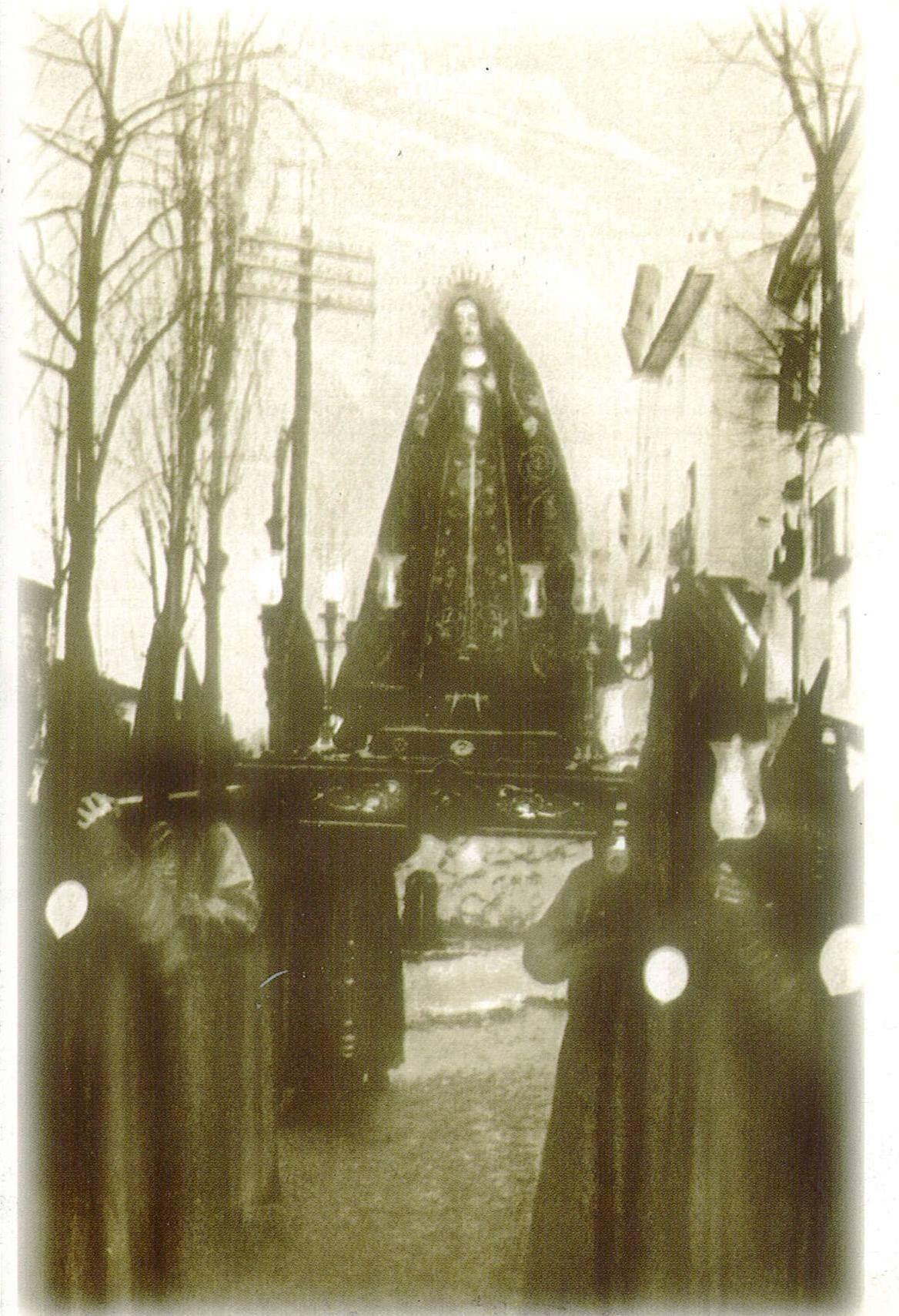Semana Santa Cuenca 1922 Virgen de la Soledad Fotografía editada por Heliotipia Artística Española de Madrid y distribuido por el periódico La Tribuna de Cuenca #SemanaSanta #Cuenca #HermandadVirgenSoledadSanAgustin