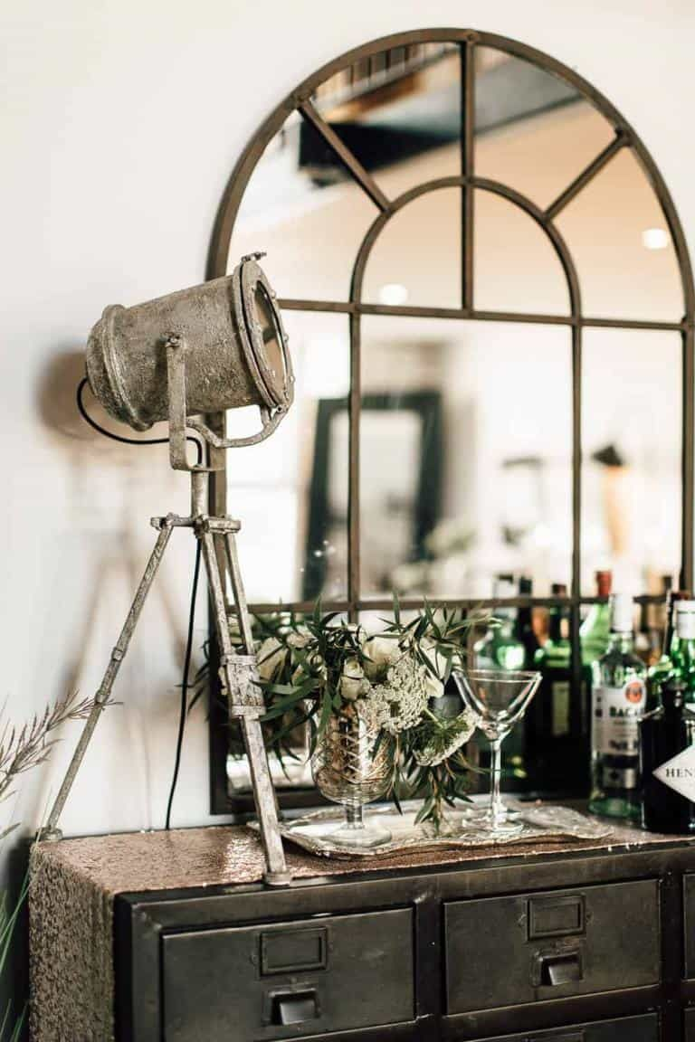 5 Ways To Pull Off Industrial Farmhouse Decor - Mommy Thrives #industrialfarmhouse