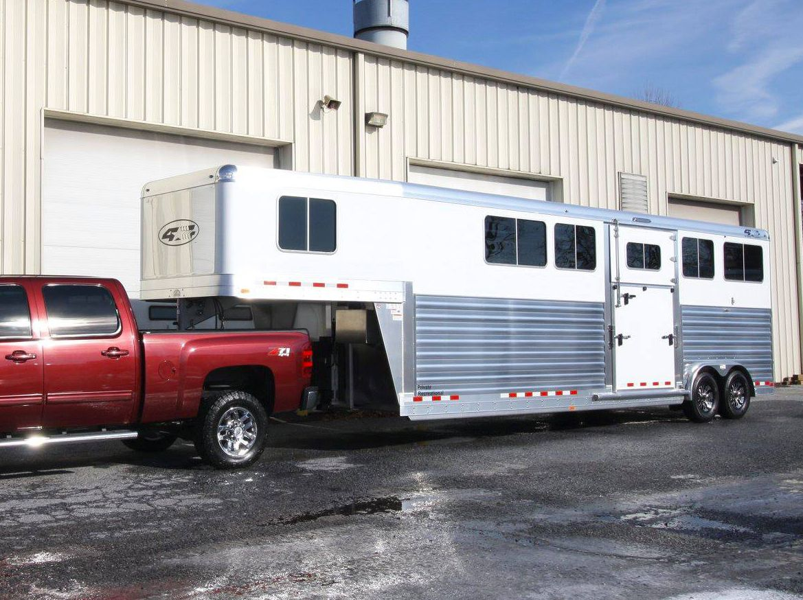 New 4Star Deluxe AirRide 4 Horse Trailer 9'ft Tall and 8