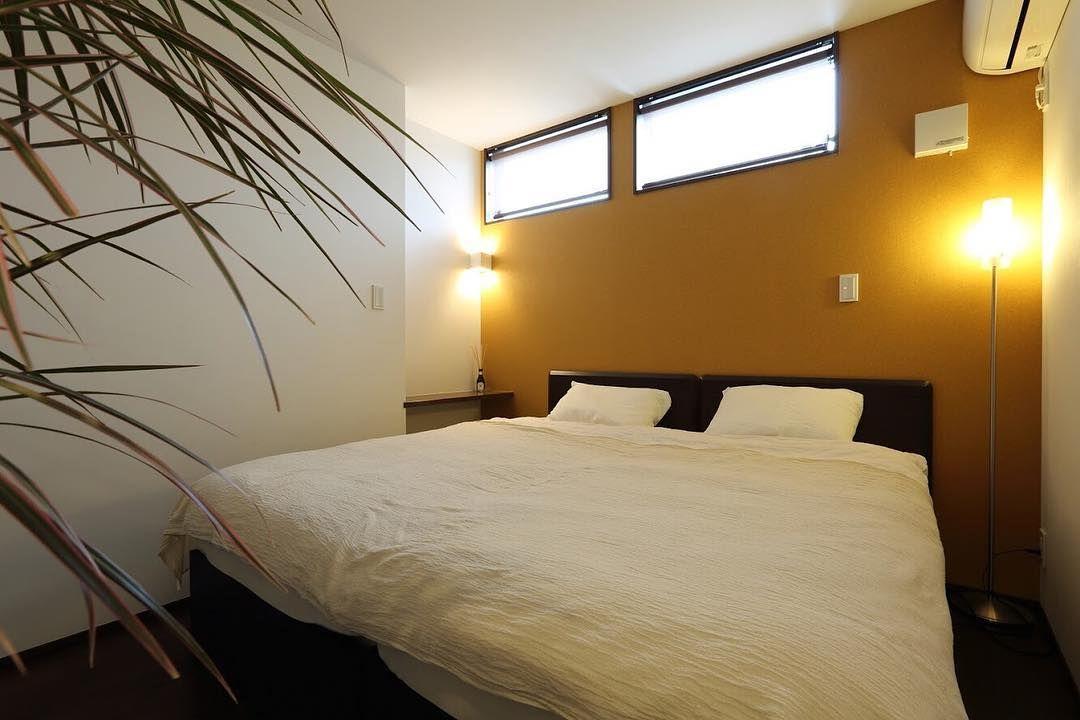 疲れを癒す寝室は 壁一面をアクセントクロスで変化をつけながら 間接照明で安らげる空間に 注文住宅 マイホーム インテリア 新築 家 住宅 Interior 建築 House Design 工務店 マイホーム計画 デザイン A Home Home Decor Wall Lights