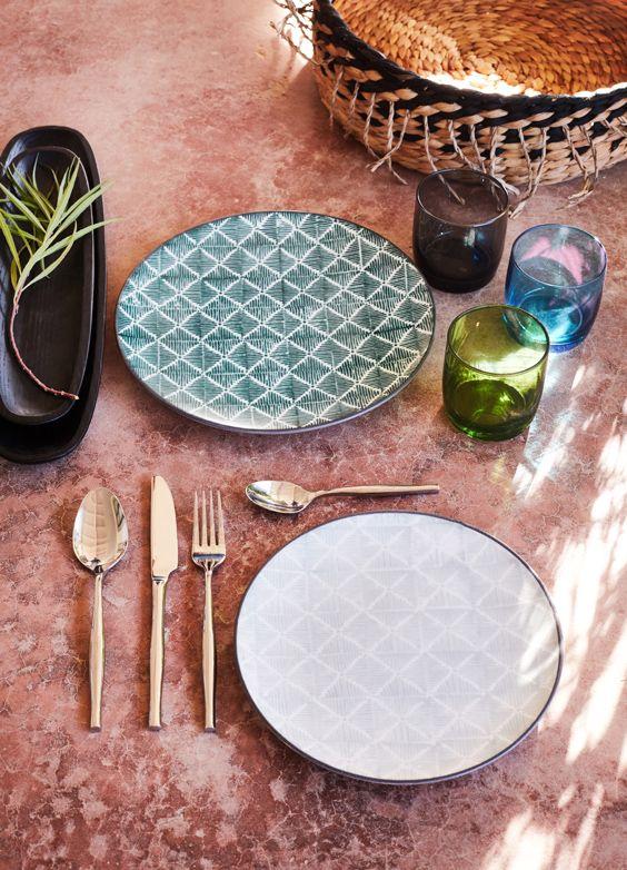 Assiette plate en faïence décorée d27cm kariosa meubles cuisine ustensiles de cuisine et vaisselle assiettes décoration intérieur