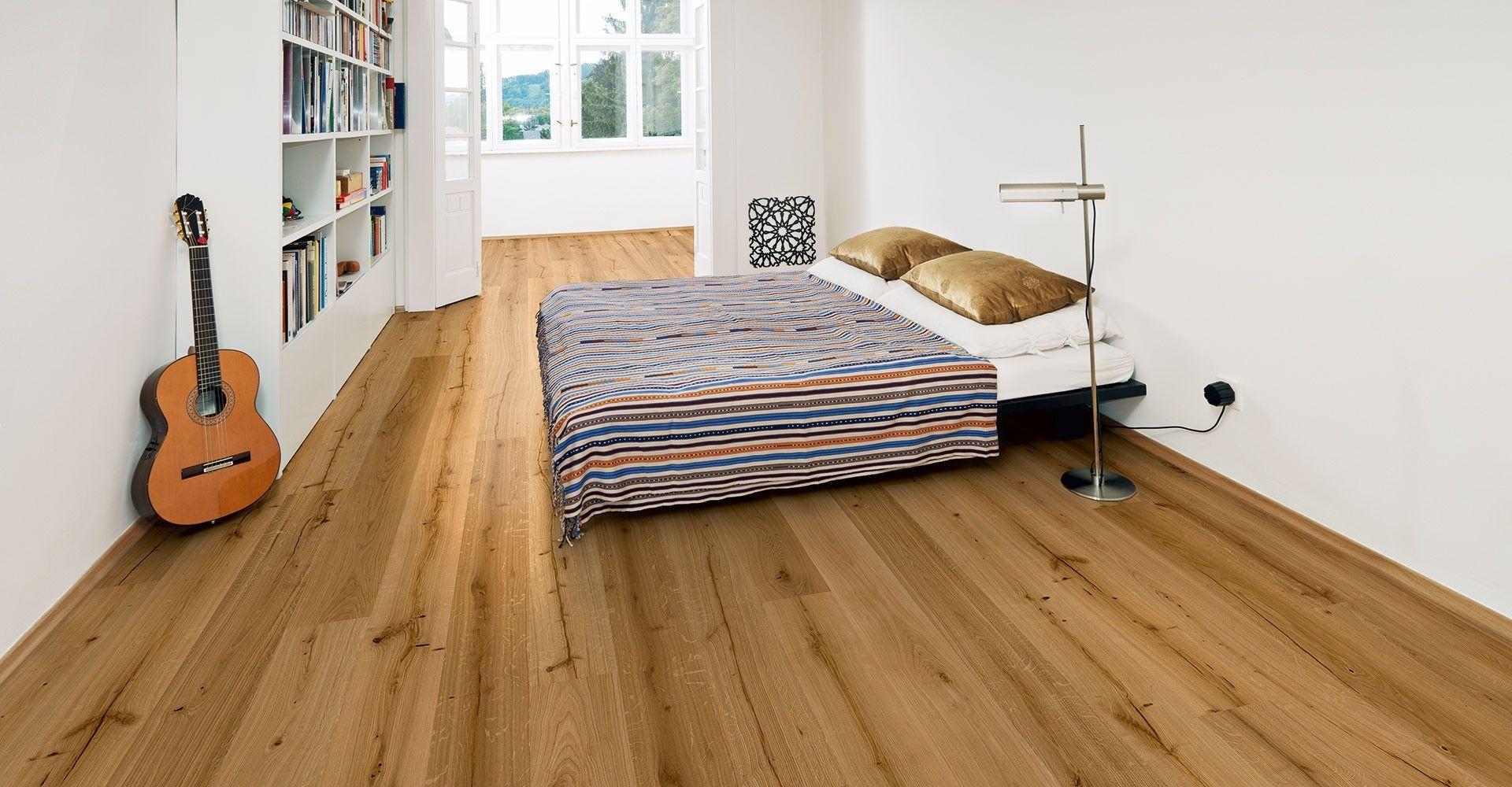 Holzfußboden Schlafzimmer ~ Luxus minimal weißen schlafzimmer mit vintage holzfußboden