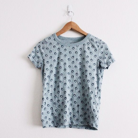 UO   Horseshoe Top Basic Information  ➝ Quick Description  A simple tee  with a cute horseshoe design. ➝ Brand   Size  BDG (Urban Outfitters)  e7a636b8011