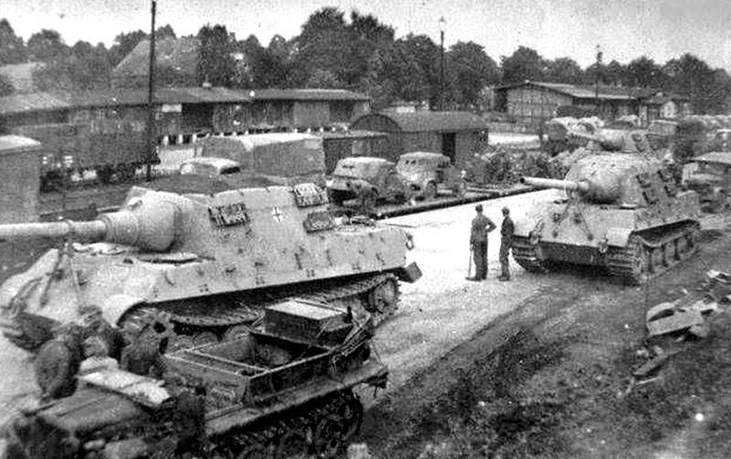 German Jagdtiger's (Hunting Tiger) heavy tanks!