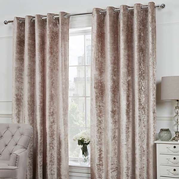 Pin By Melissa Ramont On Bedroom Ideas Gold Curtains Living Room Master Bedroom Interior Gold Curtains Bedroom