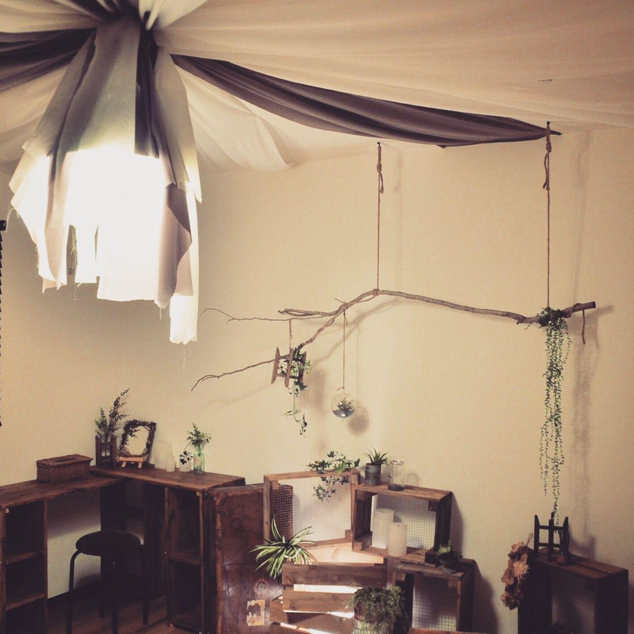 天井のインテリア9例 布や雑貨を吊るしたりぶら下げるアイデアが
