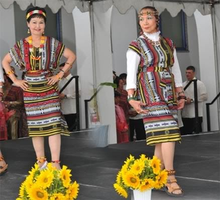 Igorot Costume Is Very Simple The Men Wear Long Strips Of Handwoven Loin Cloth Called Wanes