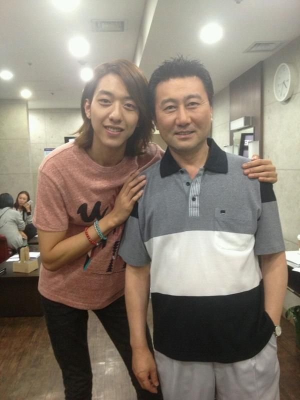Cnblue S Jungshin Introduces His Father