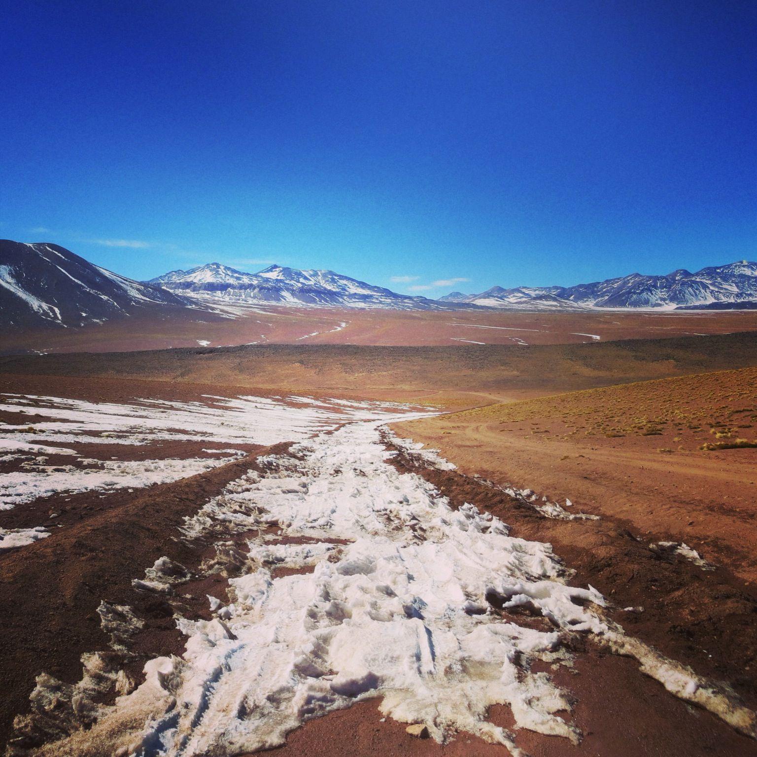 Camino a Géisers del Tatio, San Pedro de Atacama, Chile.