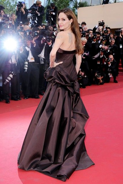 May 12 2011  In a chocolate silk Atelier Versace gown and Ferregamo heels at the Cannes Film Festival premiere for Tree of Life.