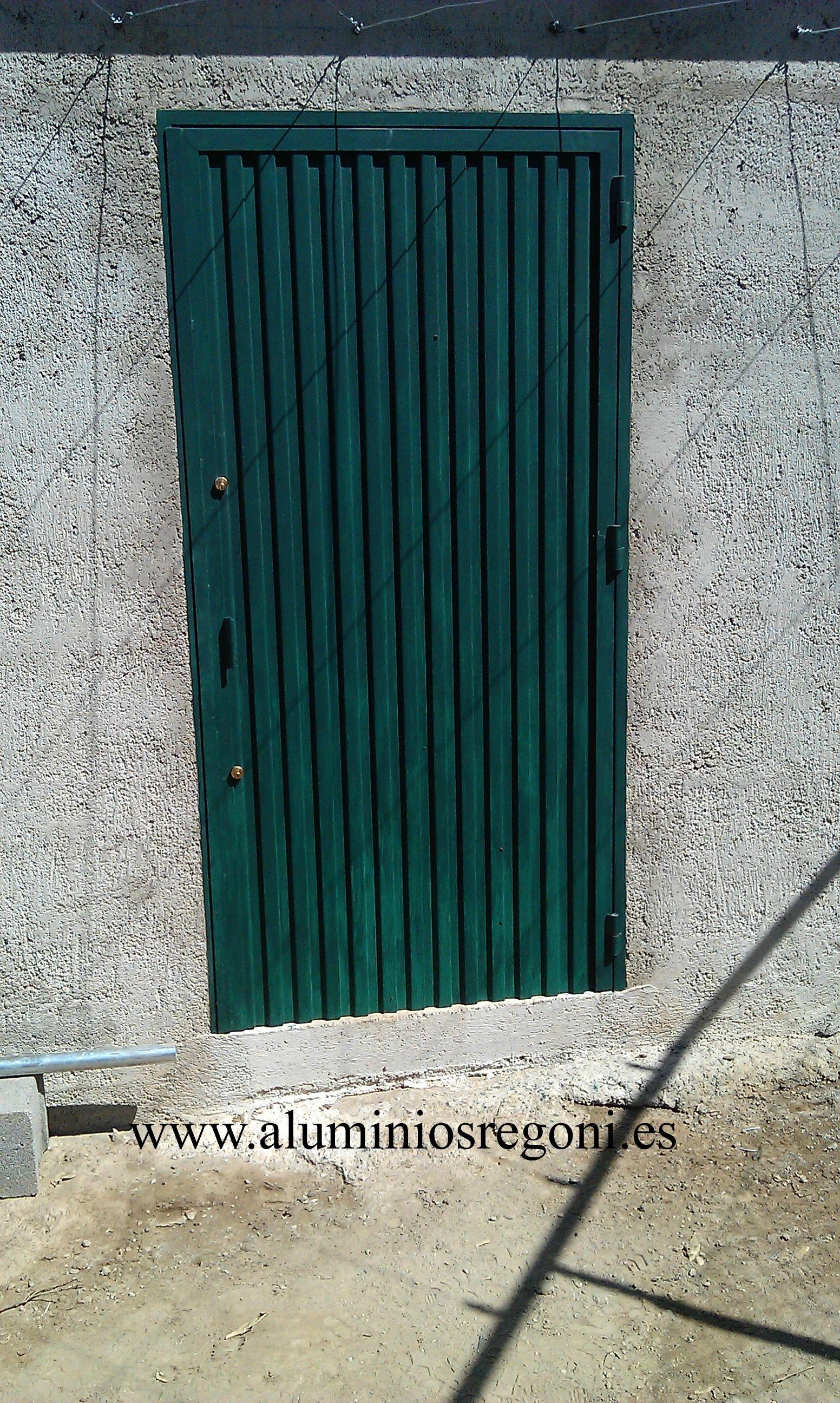 Puerta de hierro                                                                                                                                                                                 Más