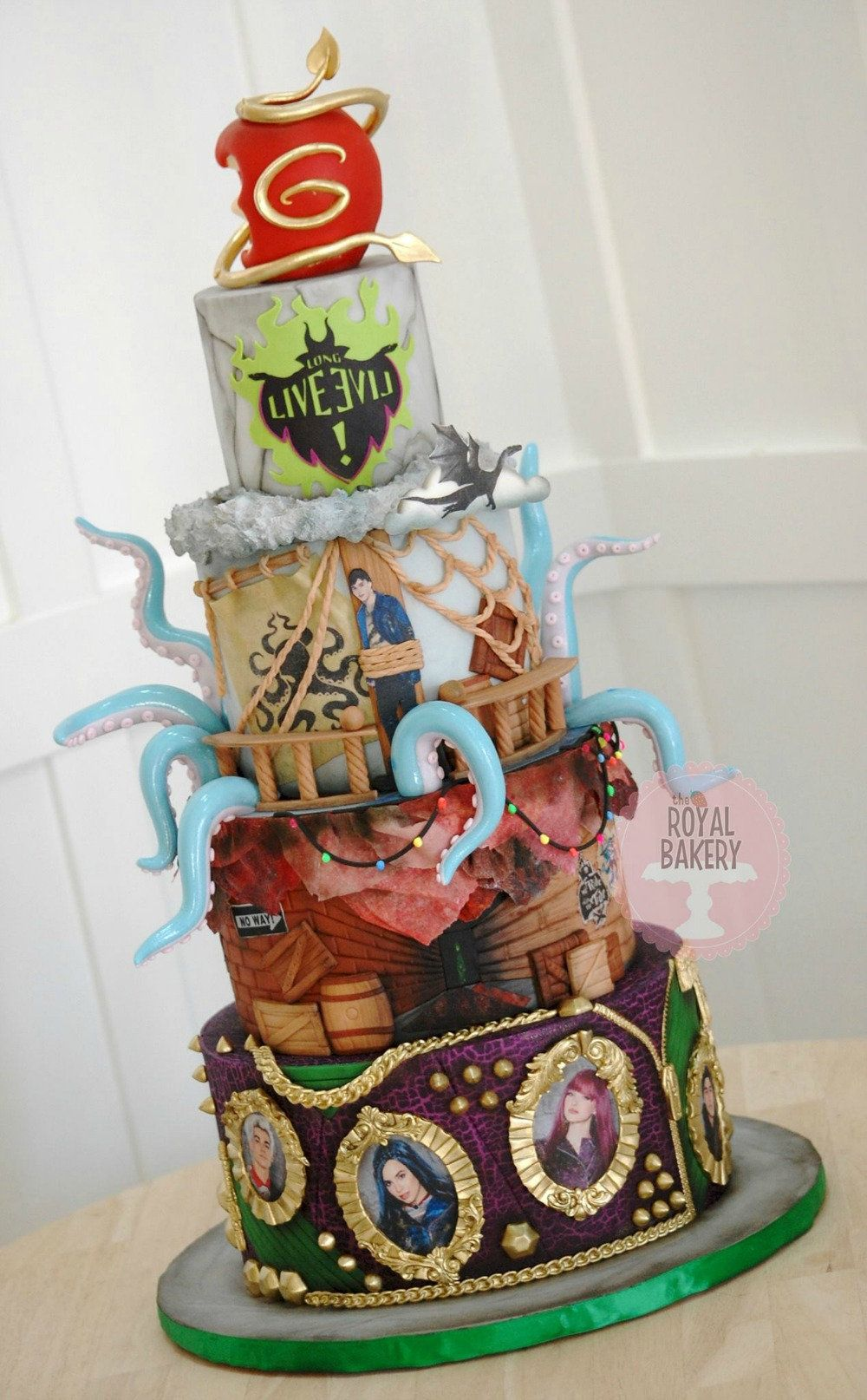 She Cracked The Crackle With Images Descendants Cake