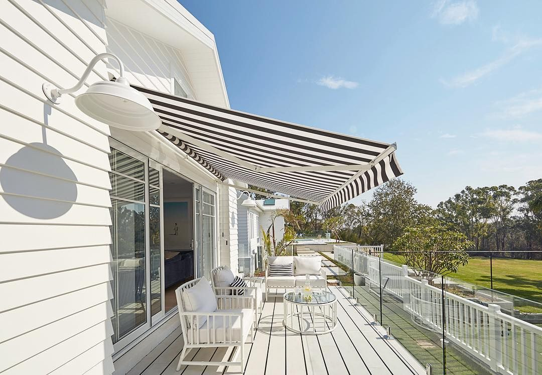 Three Birds Renovations On Instagram L I N E S Striped Awning By Luxaflexaus Deck Hardiedeck In 2020 Three Birds Renovations Hamptons House Outdoor Blinds