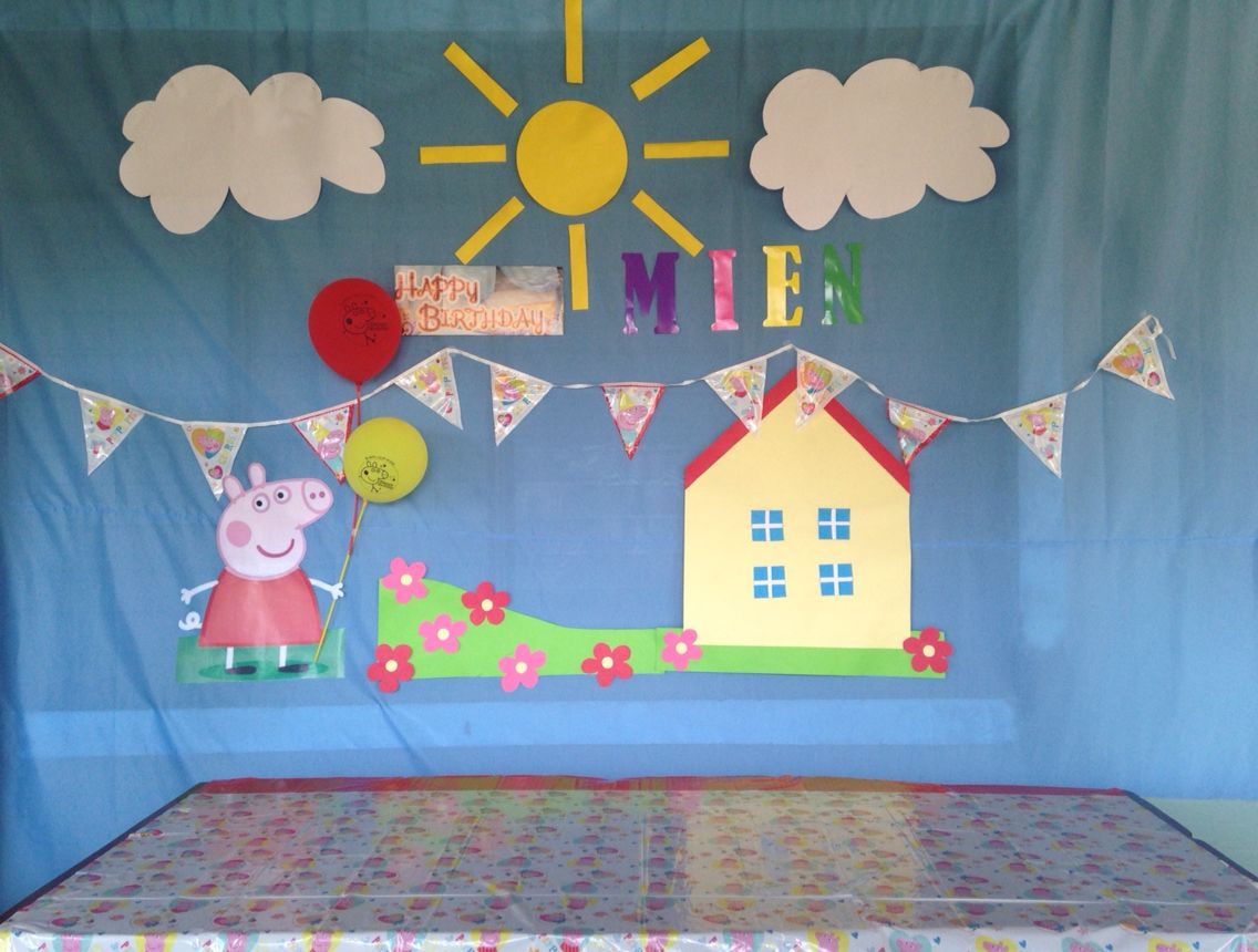 Peppa Pig Backdrop Diy Mien S Peppa Pig In 2019 Pig Party Pig