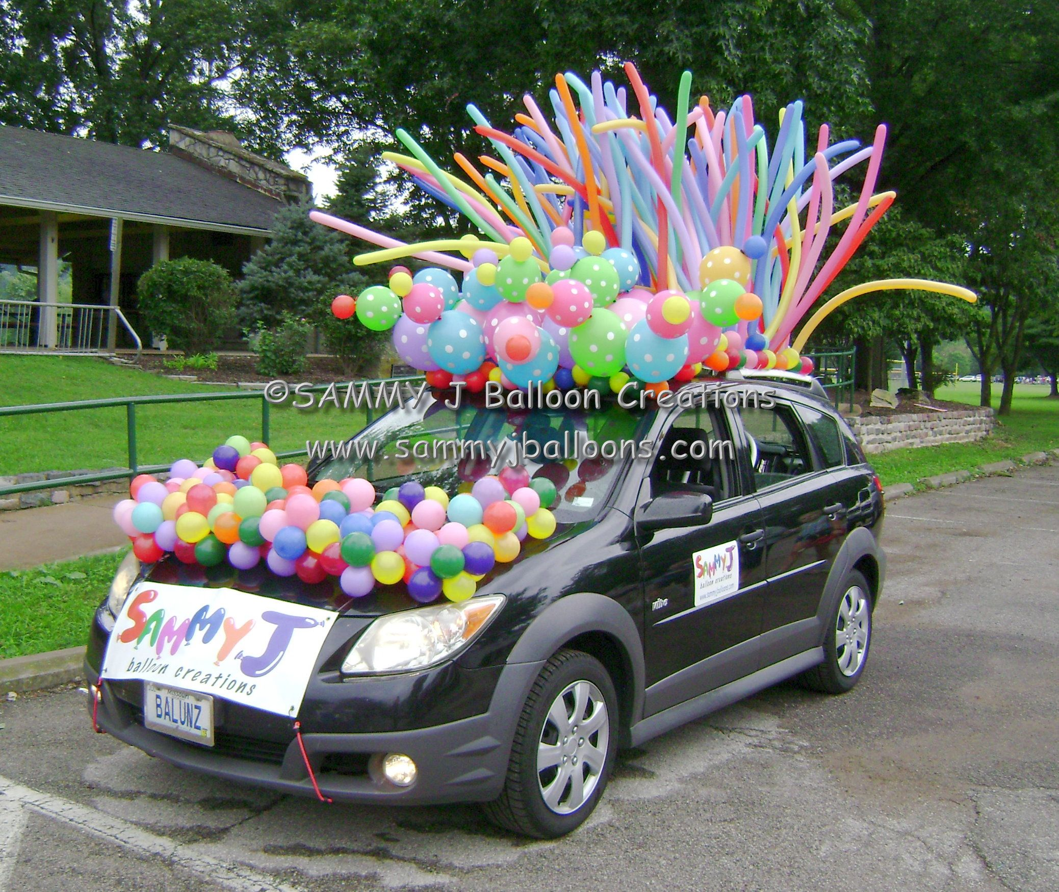 was invited to decorate my car for a parade the polka dot link o loons made all the difference wwwsammyjballoonscom