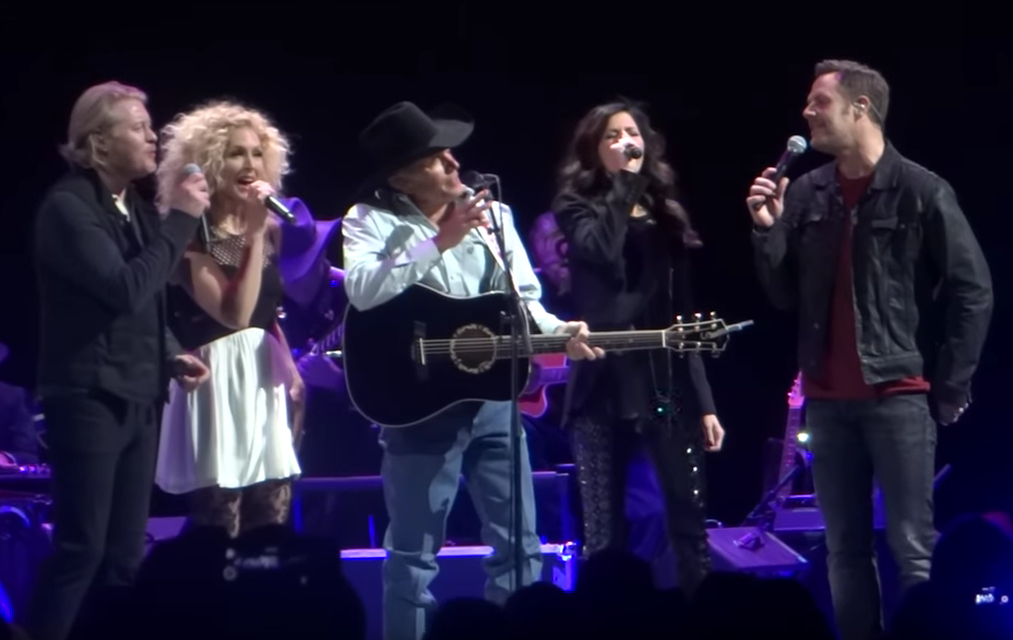 Strait and Little Big Town Perform 'You Look So