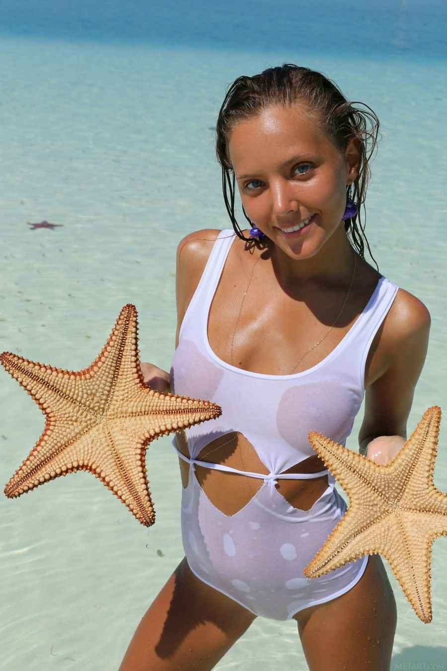 Picture sexy girl in starfish