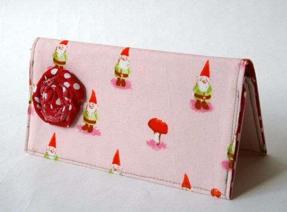 cheque book cover...i think i'd make a few changes to it though. i like the fabric :) yay, i have one of my own now!!!!