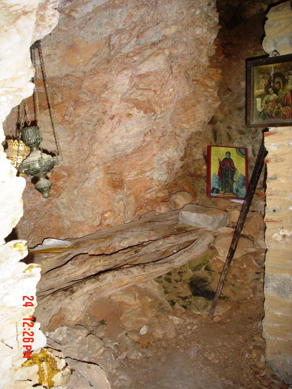 the cave of Saint Akakios (the Younger) of Kavsokalyvia
