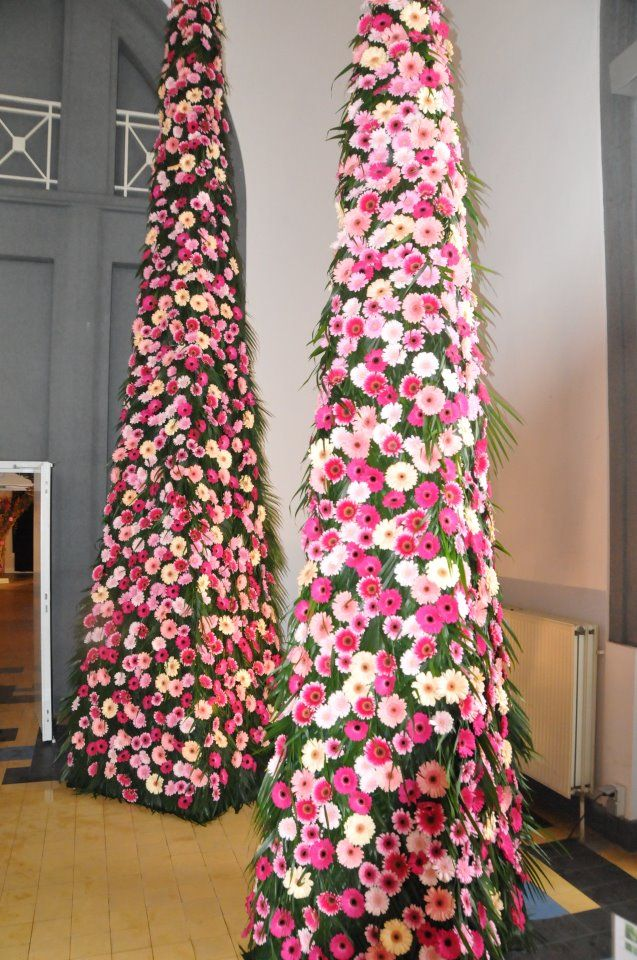 Pyramides Fleuries Decoration Mariage Decormariage Inspirationmariage Decor Wedding Weddingde Floral Topiaries Floral Design Classes Floral Art Design
