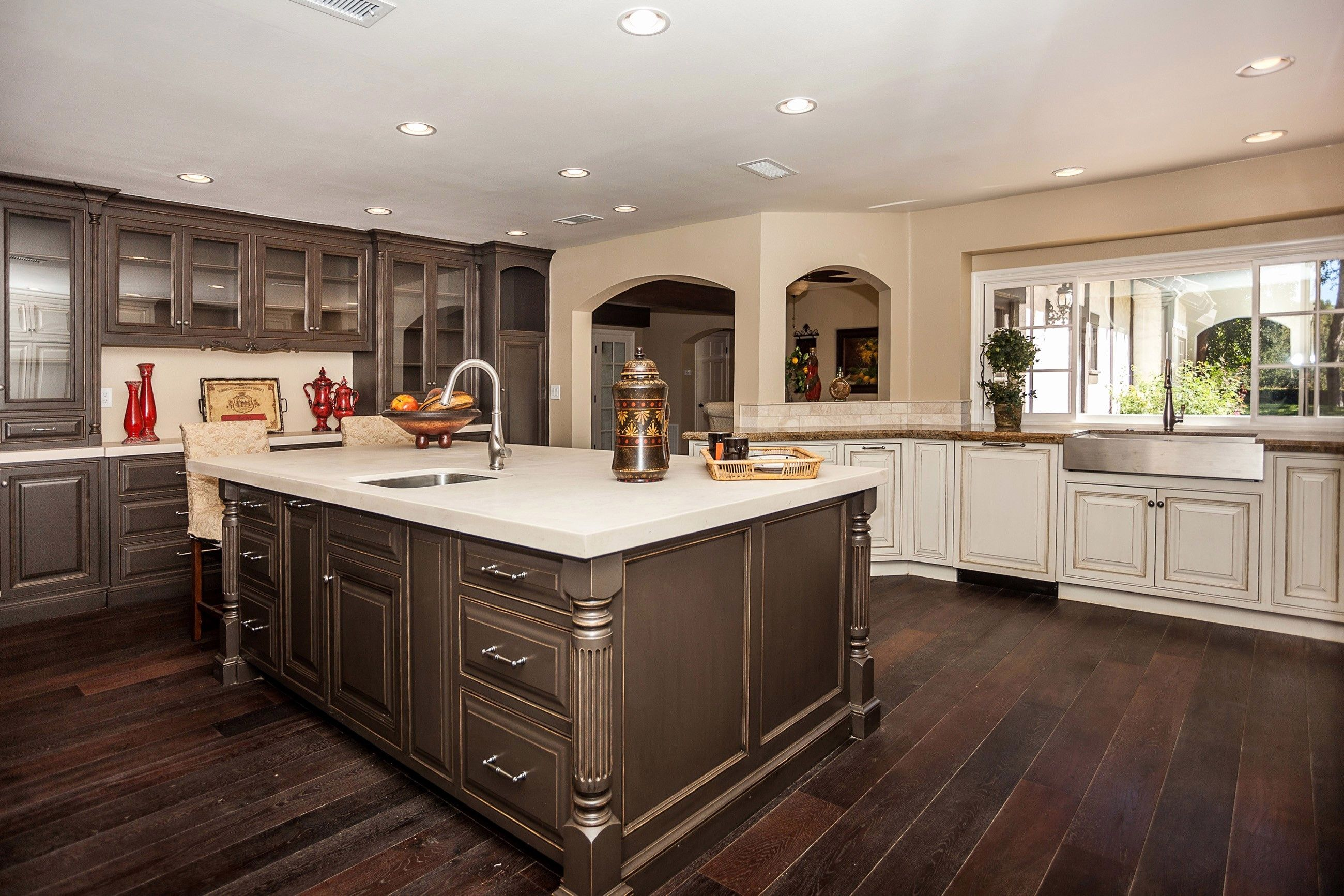 kitchen designs with dark lower cabinets and light upper ...