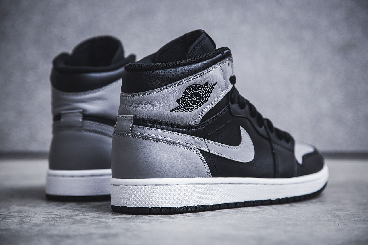 Air Jordan 1 Retro High OG - Black/Soft Grey