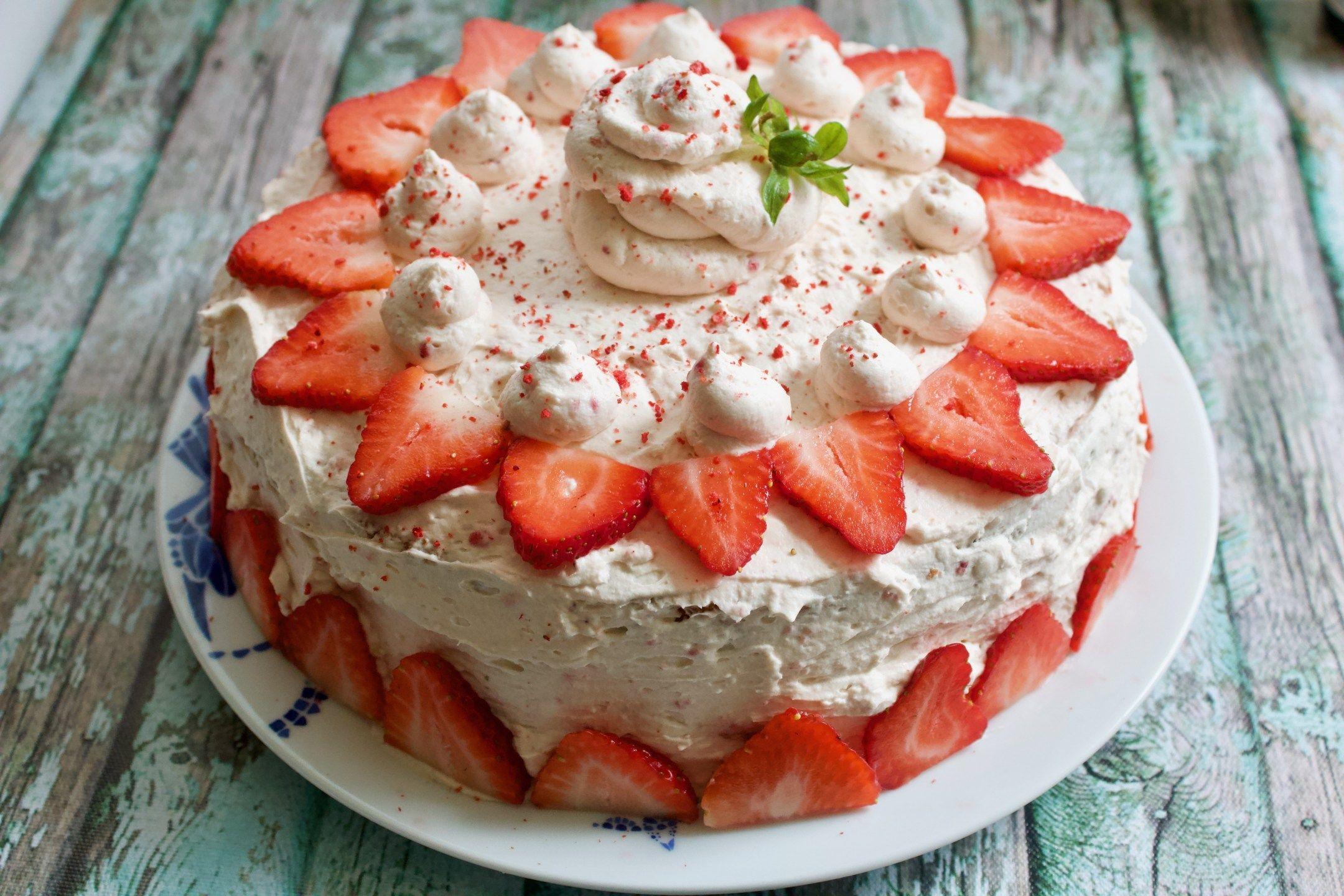 Keto strawberries and cream cake recipe strawberries