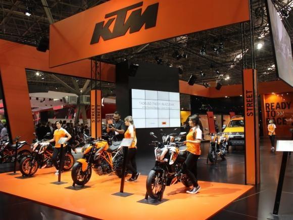 Em uma área conjunta do estande da Dafra, a fabricante austríaca KTM participa do Salão Duas Rodas apresenta sua nova linha de motocicletas no mercado brasileiro, com destaque para as nakeds compac...