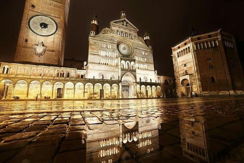 Piazza Duomo Cremona Italy foto di Nicola de Crecchio