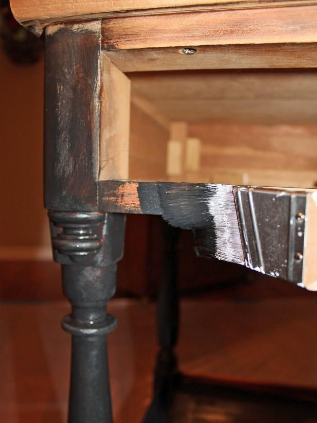 Tuto comment rénover une table de chevet en bois - Peinture Julien Sous Couche