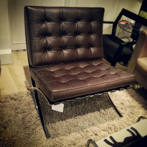 barcelona chair relax in venezia leather knoll