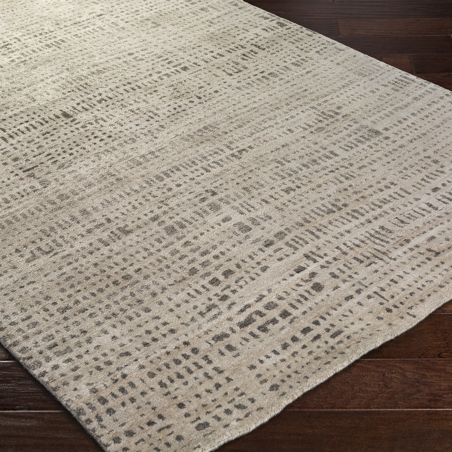 The Surya Ludlow Crosshatch Rug Infuses Contemporary Spaces With Intriguing Design And A Compelling Pattern Artistically Ins Crosshatch Rugs Hand Knotted Rugs