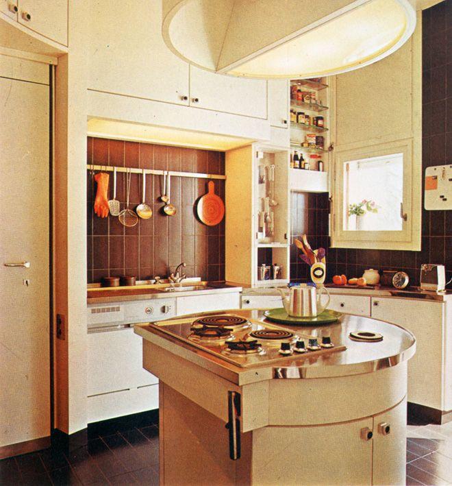 cuisine avec il t rond de cuisson et hotte galement. Black Bedroom Furniture Sets. Home Design Ideas
