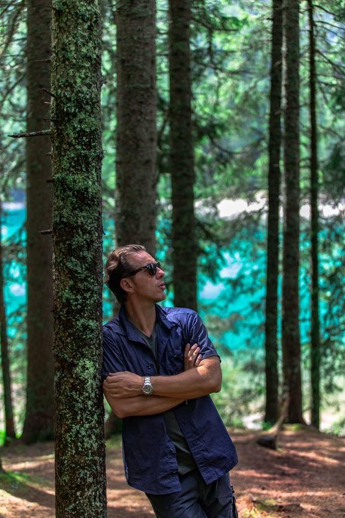 Lago di Braies, Italy - Si è portati a immaginare gli eremiti come individui strani e solitari, ma i luoghi comuni, come sempre, non servono a nulla. Sono persone che hanno viaggiato moltissimo, hanno affrontato pericoli di ogni sorta e non rifiutano il contatto con il mondo, semplicemente, il mondo, se lo sono lasciato alle spalle. Espedita Fisher
