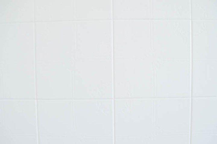 Post: Antes/después – Cuarto de baño nórdico antes después decoración, blog decoración interiores nórdicos, decoración nórdica, diy decoración, pintura para baldosas, reforma con pintura, reforma cuarto de baño