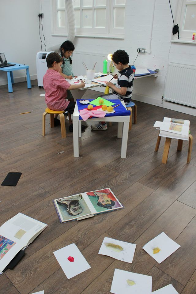 Image from the History of Art class - still life painting inspired by Henri Matisse- (At 3 House Club in St. John's Wood, London: art classes for children  Monday at 15:00 for 3-4 yrs old Tuesday at 10:15 for 2-3 yrs old Wednesday at 16:15 for 5-8 yrs old ) More images and info at https://www.facebook.com/media/set/?set=a.889339597759154.1073741845.439975816028870type=1  http://3houseclub.com/