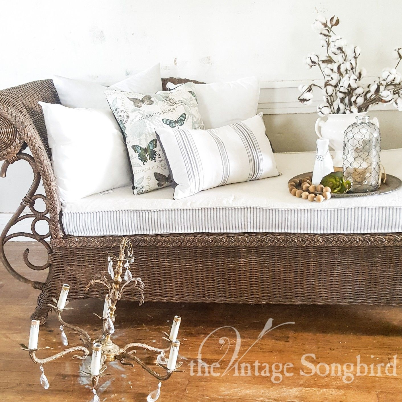 Vintage Chaise Lounge By The Vintage Songbird Cottage Style Homes Cottage Homes Chaise Lounge