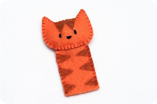 Cat finger puppet make three like this in daughter's favorite colors: pink, purple, and red.