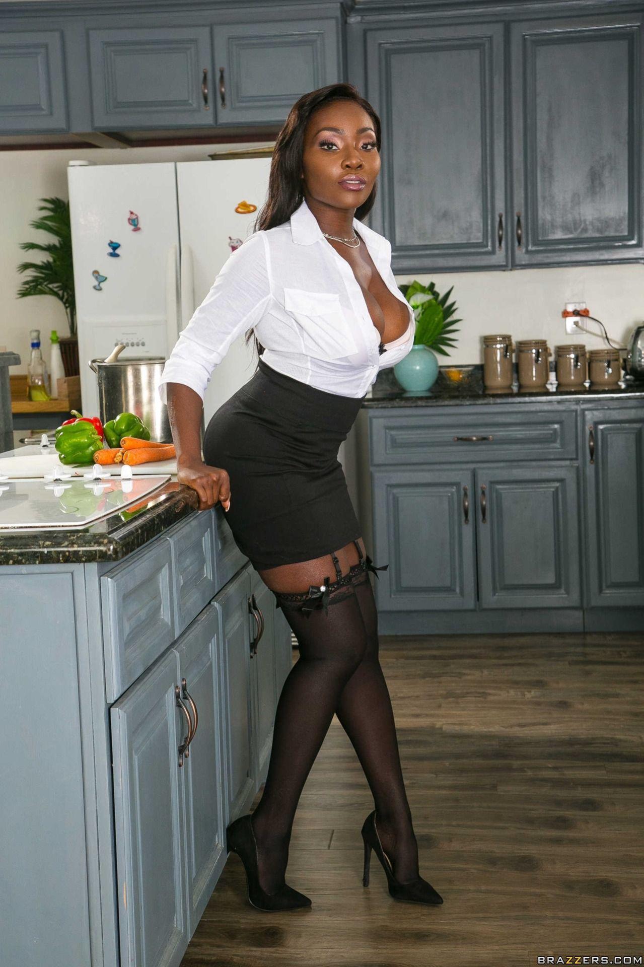 Ebony mature ties up